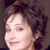 Cast Photo: Annie Potts