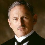 Cast Photo: Victor Garber