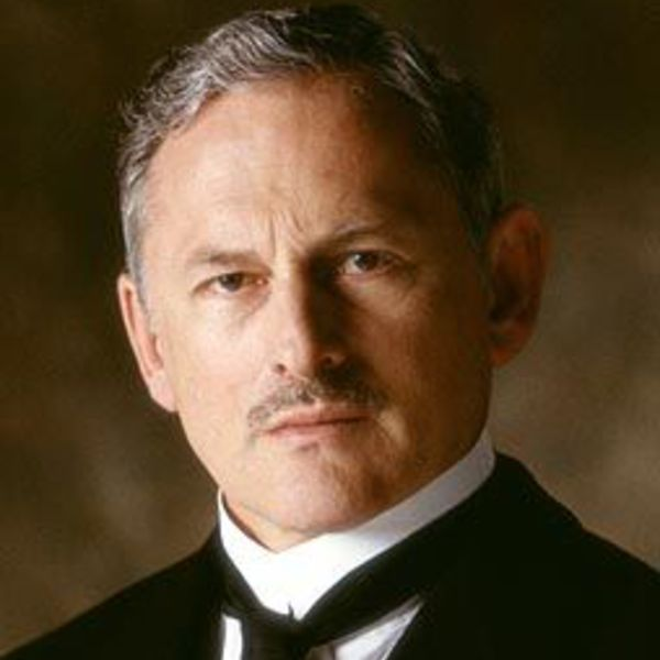 Victor Garber Picture