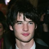 Cast Photo: Tom Sturridge