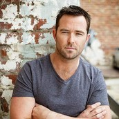 Cast Photo: Sullivan Stapleton