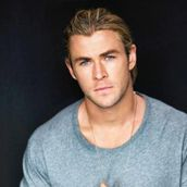 Cast Photo: Chris Hemsworth