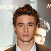 Cast Photo: Max Irons